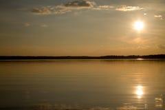 太阳在水中 免版税库存图片