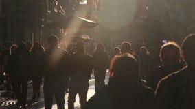 太阳天,伊斯坦布尔istiklal街道,土耳其12月2016年, 股票录像