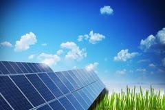 太阳或光致电压的盘区导致绿色能量 免版税库存图片
