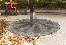 太阳时钟在基辅乌克兰照片的大理石日规 库存照片