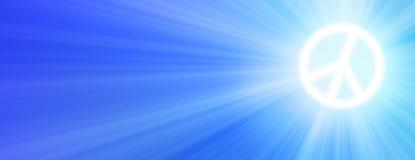太阳是光亮的作为和平标志与太阳光芒的天空 库存图片