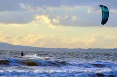 太阳海浪pano覆盖天空 免版税库存图片