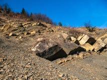 太阳点燃的岩石在日落 图库摄影