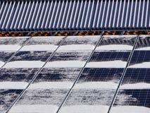 太阳热屋顶冬天 库存图片