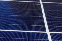 太阳热量平板 许多公司安装可更新的能源减少他们的碳脚印我 免版税库存照片