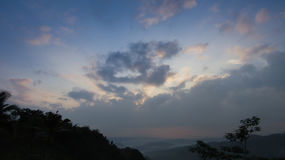 太阳用云彩包括 免版税库存照片