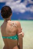 太阳用suncream做了在肩膀 库存图片