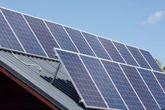 太阳电池板吸收太阳 免版税库存照片