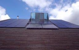太阳电池板和水加热 图库摄影