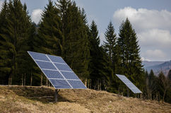 太阳电池板在山区域 库存照片