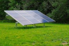 太阳电池板在围场 免版税库存照片