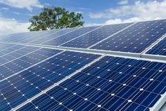 太阳电池板安装 免版税库存图片