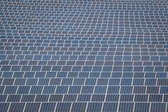 太阳电池板导致绿色,不伤环境的能量从 库存照片