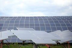 太阳电池板的设施在乡区 图库摄影