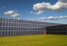 太阳电池板盖一家整个工厂 库存照片
