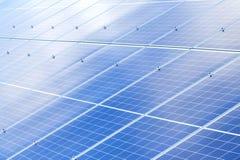太阳电池板背景 光致电压的可再造能源来源 库存图片