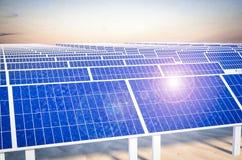 太阳电池板能源厂 免版税库存图片