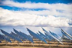 太阳电池板领域在沙漠 图库摄影