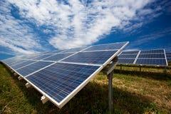 太阳电池板领域 免版税图库摄影