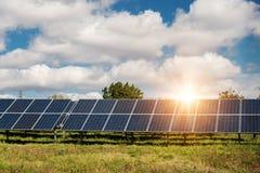 太阳电池板,光致电压-供选择的电来源 库存照片