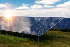 太阳电池板,光致电压-供选择的电来源 库存图片
