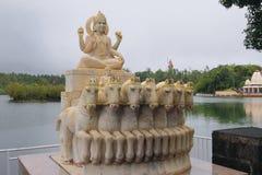 太阳的上帝雕象在湖盛大Bassin的 毛里求斯 免版税库存照片
