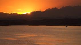 太阳的光芒在山后消失 股票录像