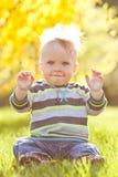 太阳的逗人喜爱的孩子 库存图片
