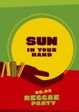 太阳盘和部族人的手有镯子的 库存图片