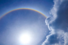 太阳美好的太阳光晕意想不到的光环圆环与圆r的 免版税图库摄影