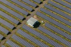 太阳能发电厂鸟瞰图  免版税图库摄影