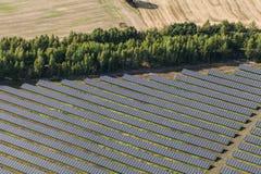 太阳能发电厂鸟瞰图  库存照片