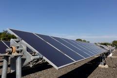 太阳能电池,使用可更新的太阳能的能源厂 免版税库存图片