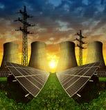 太阳能盘区、核电站和电定向塔 库存图片