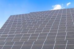 太阳能盘区,创新的光致电压的模块为生活绿化能量 免版税库存图片