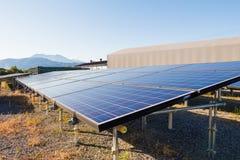 太阳能盘区,创新的光致电压的模块绿化en 免版税库存图片