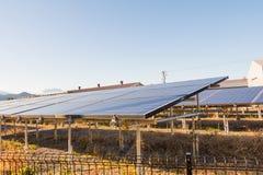 太阳能盘区,创新的光致电压的模块绿化en 库存照片