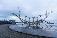 太阳航海者纪念碑,在雷克雅未克 免版税库存图片