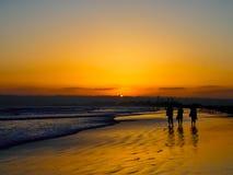 太阳被设置和剪影在科罗纳多海滩在圣地亚哥我 库存照片