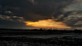 太阳覆盖日落波兰冬天 库存照片