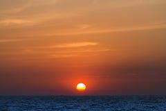 太阳设置了在pattya海滩 图库摄影