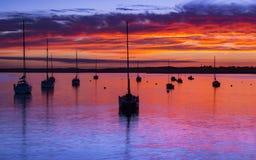 太阳设置在普尔港在多西特在Hamworthy码头jett 免版税库存照片