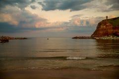 太阳设置在Bolata,保加利亚海湾  免版税图库摄影