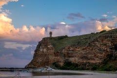 太阳设置在Bolata,保加利亚海湾  免版税库存照片