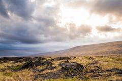 太阳通过云彩烧在夏威夷 库存图片