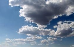 太阳通过云彩 库存照片