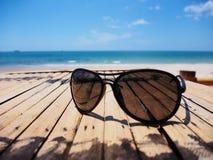 太阳镜在夏天 库存照片
