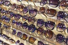 太阳镜待售 库存图片