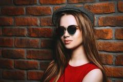太阳镜的女孩 库存图片