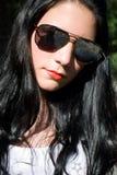 太阳镜的女孩 免版税库存图片